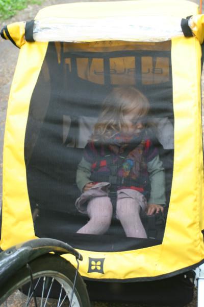 Pozycja dziecka śpiącego w Burley Bee.