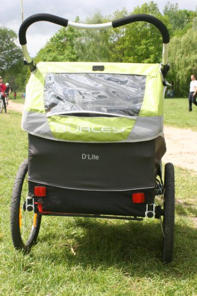 Burley D'Lite - widok z tyłu na otwór wentylacyjny i rączkę wózka